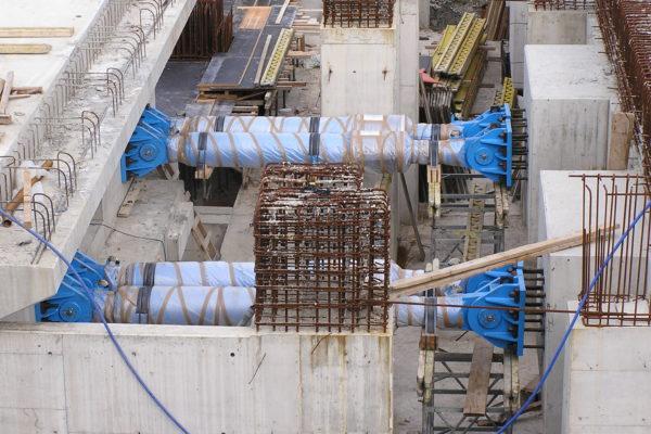 Σεισμικοί Αποσβεστήρες-06007Β - Γέφυρα Αράχθου στην Εγνατία Οδό. Υδραυλικοί αποσβεστήρες τύπου OTP 270/1440 του Ιταλικού κατασκευαστικού οίκου FIP.